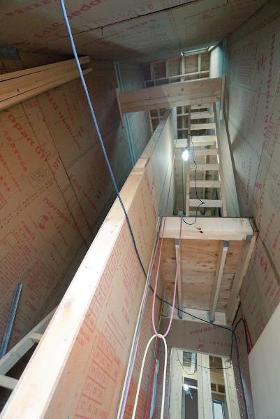 3棟目アパートの内階段